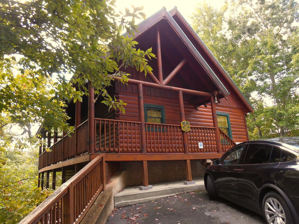 Luxury Cabin- THEATER~WIFI~HOT TUB~GAME... - HomeAway Pigeon Forge