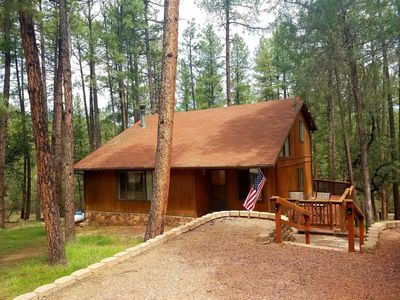 "Renovated Cozy Cabin in Pine - No Pet Deposit - 5 star rated - ""Palms to Pines"""