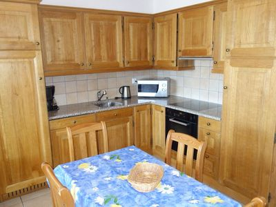 Photo for 3*+, 1-bedroom-apartment for 4 people located near the ski slopes. Bright living room with fireplace