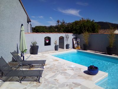 Photo for Pretty villa with pool, between sea and hills