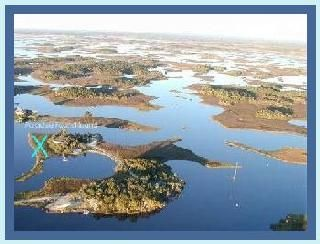 7 acre private island~ land access.Lg pool & waterfalls~ 14 kayaks and more