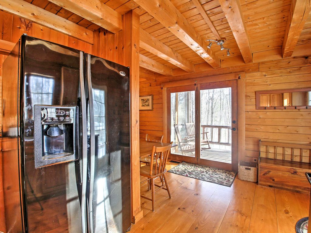 New 39 treehouse 39 4br madison cabin w game room madison for Madison cabin rentals