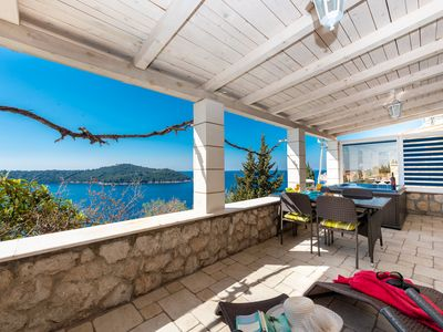 Photo for Beautiful Location, 2 Bedroom Sea View, Jacuzzi