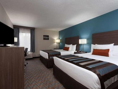 Photo for Spring Special for 4 Nights! Two Lovely Units, Breakfast, Pool, Shuttle, Parking