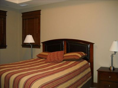 Bedroom with queen size bed