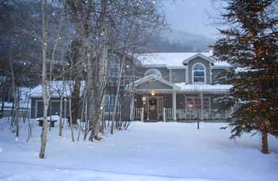 Cozy Victorian in the Snow... Aspen Style comfort and peace.