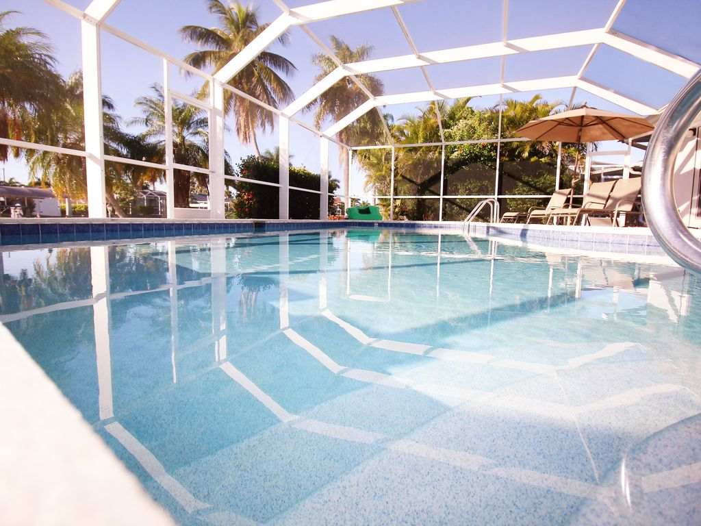 Show virtual tour canal kitchen living room pool - Villa Cayman Pool Villa Cape Coral Canal Gulf Access With Boat Possible Take A Virtual Tour