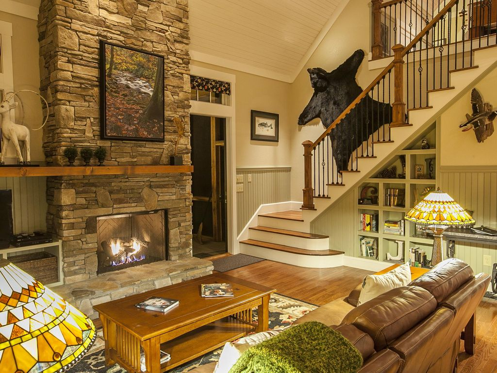 Creekside Quietude-In/Outdoor Fireplaces-Hot... - HomeAway Bryson City