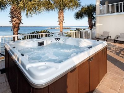 LARGEST UNIT on Island / Private HOT TUB & Gas Grill / 2 Great Rooms / 3 KG Beds