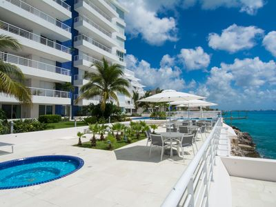 Photo for Nah ha #101, Gorgeous Oceanfront 3 bdrm condo, North Shore, Great Snorkeling!