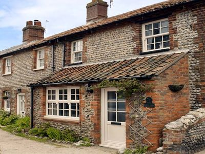 Photo for WAVERLEY COTTAGE, with open fire in East Runton, Ref 935404