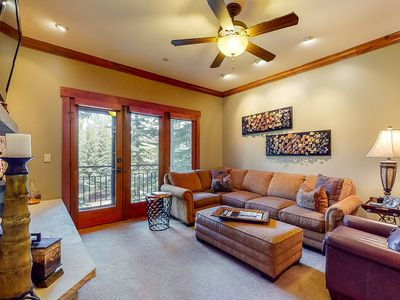 Photo for 1st floor mountain retreat w/ shared pool, walk to lifts, balcony