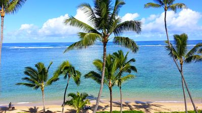 Photo for Beautiful High Floor Unit on a calm, reef-protected beach - North Shore