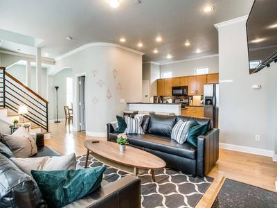 Photo for ❤Grand Oak Lawn Town Home❤