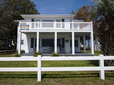Sand In Our Shoes, Pet Friendly, Steps from Beach, Ocean Views