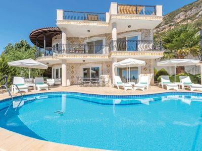 Photo for 5 bed, 5 bath villa with private pool benefiting from free WiFi and air-conditioning.