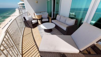 Intimate 3 Bedroom on 23rd Floor; Great Gulf Views; Free Wifi and DVD Rentals