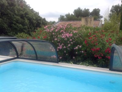 Photo for Beautiful architect's villa, 10 mins from Avignon, nest of greenery in a sheltered swimming pool