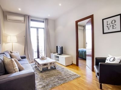 Photo for Viladomat Eixample  apartment in Eixample Esquerra with WiFi, air conditioning, balcony & lift.