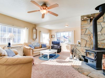 Photo for Dog-friendly vintage cottage near bay & great for families!
