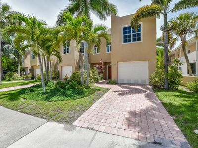 Photo for Private 10 Person Hot Tub. Sleeps 10. In Siesta Key Village. Walk to Beach. Includes Bikes and Beach Equipment. Free Shuttle Service. Property Manager Program Included