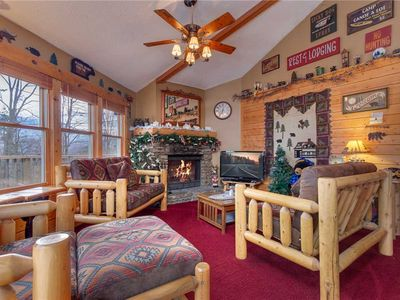 Country Cozy, 2 Bedroom, Pool Access, Hot Tub, Fireplace, Sleeps 6