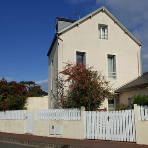 Photo for Cozy cottage (5 pers) with terrace, 250m from the sea and the garden Christian Dior
