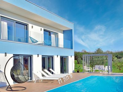 Photo for Ultra Modern Villa with Private Pool, A/C and close to the resorts of Kanegra and Umag!