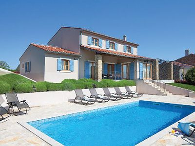 Photo for Tastefully-furnished villa w/ pool, air con + Wi-Fi, close to hilltop towns