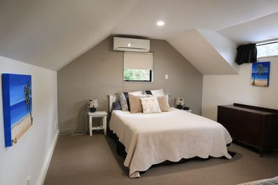 Master Bedroom with Queen Bed (upstairs)
