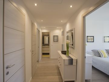 Luxury air-conditioned apartment in Carré d'Or, 200m from beach, 2 balconies