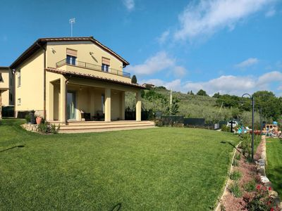 Photo for 3 bedroom Villa, sleeps 7 in Podere Monte Lucci with Pool, Air Con and WiFi