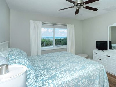 Beachfront Ground Level Suite - Newly Remodeled - Wifi, HDTV