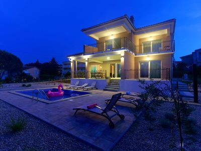 Photo for Modern 5 * villa with pool, only 70m from the beach
