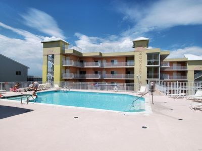 So Gorgeous! Spacious Bayfront - Wi-Fi, Flat-Screen TVs, Pool & Bay Views