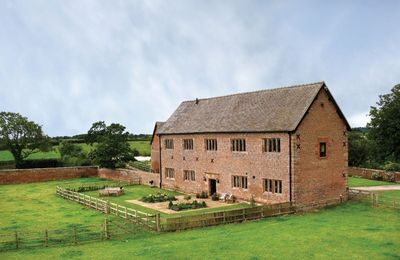 Photo for Cromwells Manor sleeps eight people and is set in Nantwich, near Cheshire. With plenty of amenities.