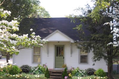 Charming Country Cottage awaits your visit