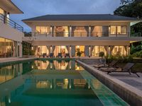 I stayed at this super well located villa with a group of friends for a long weekend. The villa is a