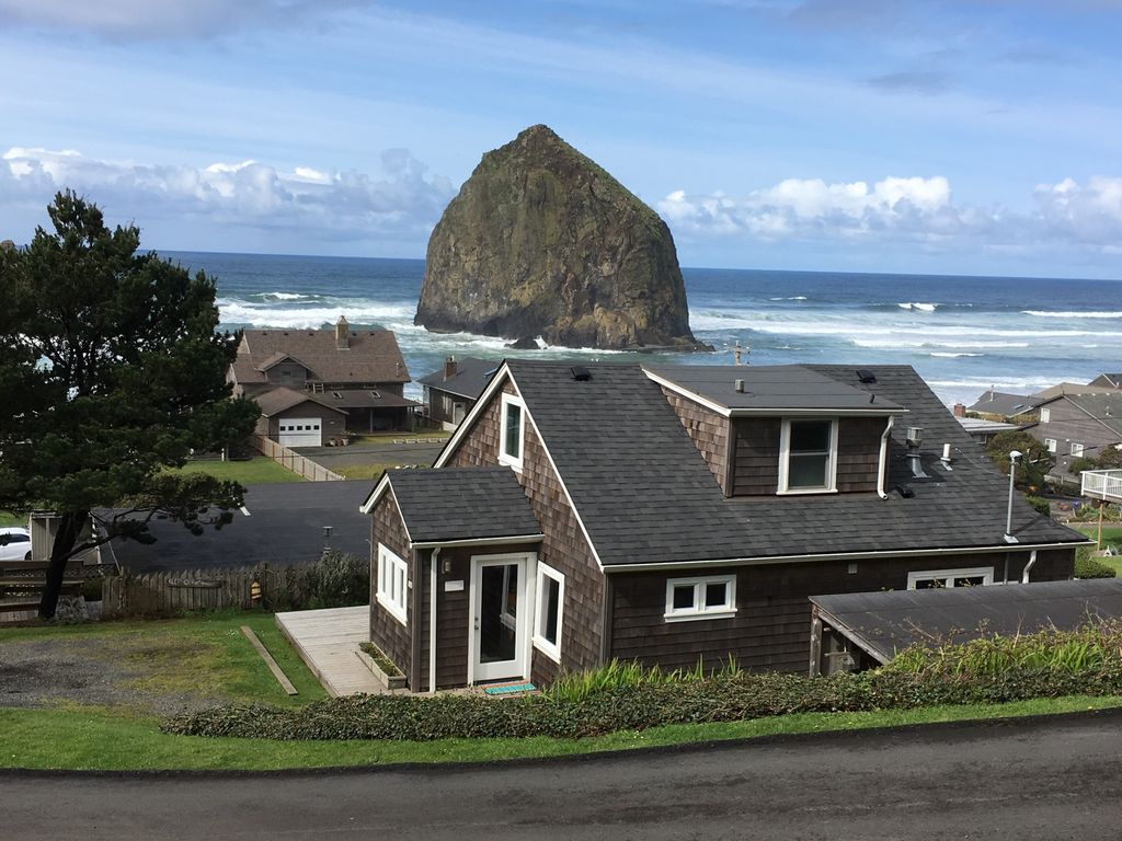 Amazing View Haystack Rock And The Needle Vrbo