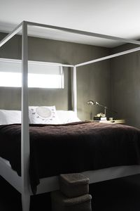 Master bedroom with capony bed