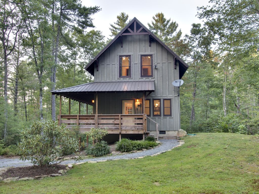 Summer haven 1 mile to dupont state fores vrbo for Dupont house