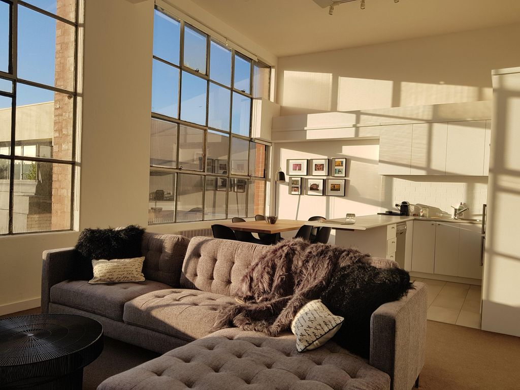 New York Style Light Filled Large 1 Bedroom In Iconic Heritage