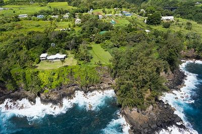 This photo reveals just how truly oceanfront Pali Lani is.