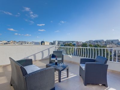 Photo for Centric and Modern Penthouse close to Amenities