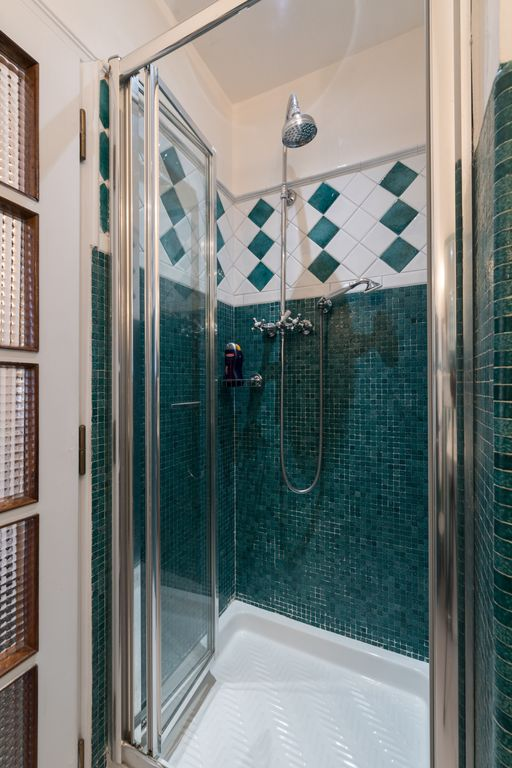 Fully Enclosed Shower perfect large sunny terrace-loads of charm- - vrbo