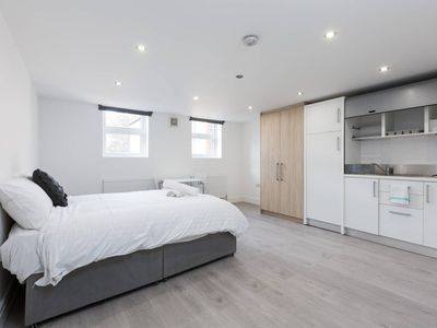Photo for Studio Apartment In Camberwell
