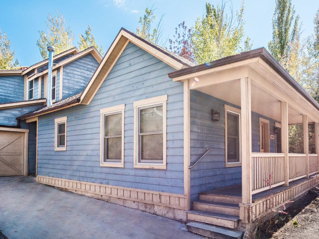 Cooper 39 s beautiful private home steps from homeaway for Cooper s cabin park city