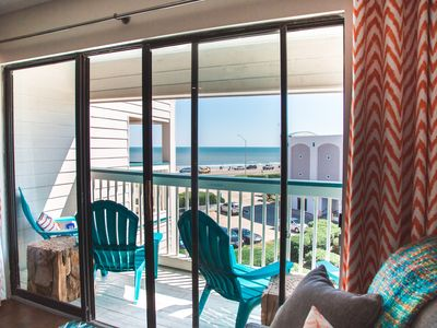 Photo for Come Enjoy this TOP floor condo with LOW rates!! Amazing view, 2 Pools! Easy Beach Access! #314