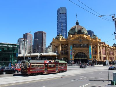 Photo for Near Federation Sq, Flinders St Station, restaurants, shopping & graffiti alleys