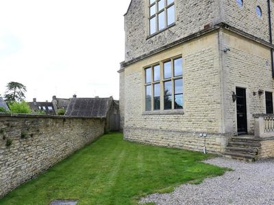 Photo for THE OLD SCHOOL HOUSE, pet friendly in Stow-On-The-Wold, Ref 988716